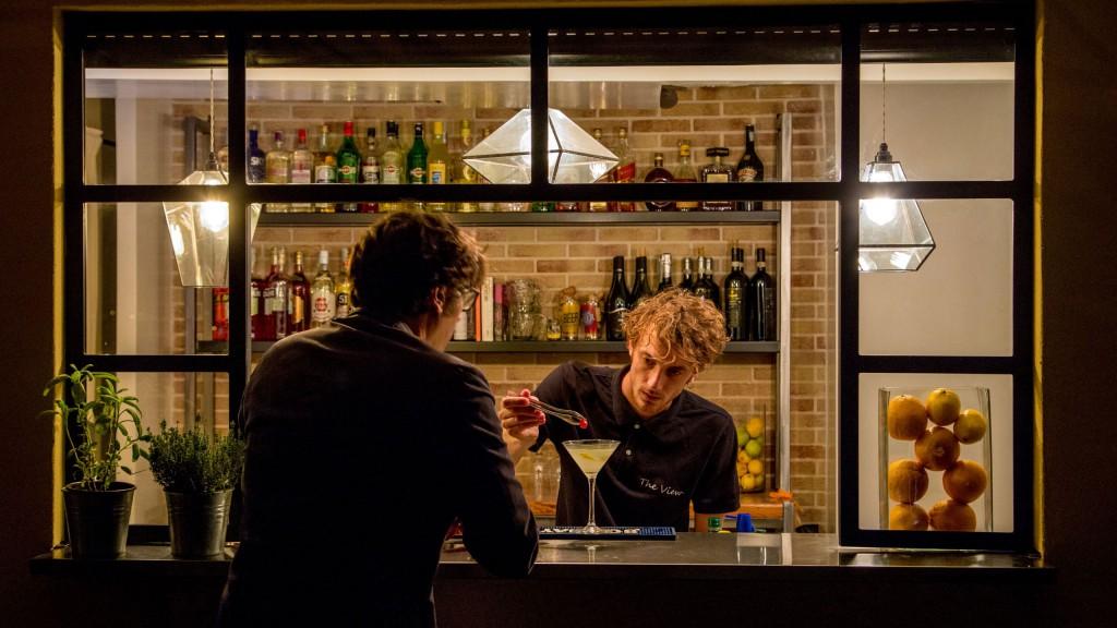 hotel-colosseum-roma-barman