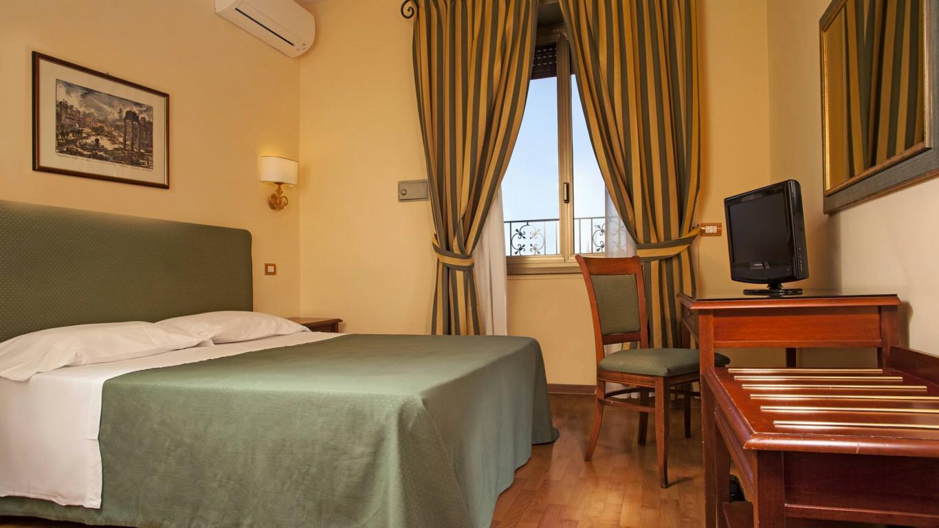 hotel-colosseum-rome-room-11